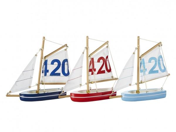 Bunte Segelboote, blau, hellblau, rot