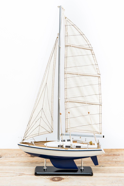 blau wei e segelyacht online kaufen kauf auf rechnung mare me maritime dekoration geschenke. Black Bedroom Furniture Sets. Home Design Ideas